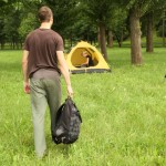 Pareja de Jovenes acampando