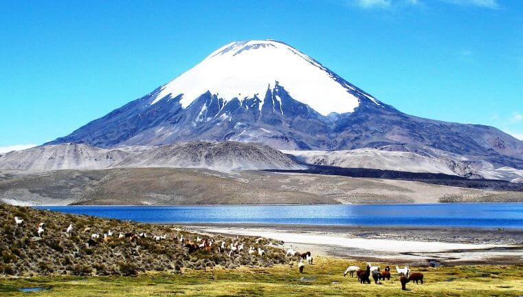 Volcán en el parque nacional lauca